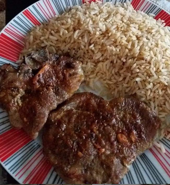 Συνταγή για φουρνιστές μπριζόλες με ρύζι!