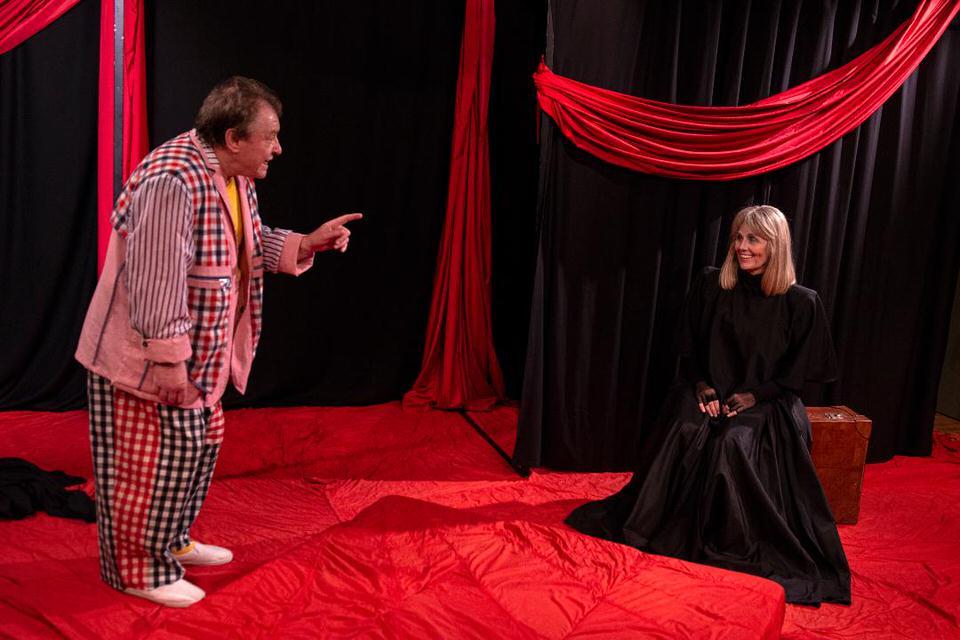 Ένα γέλιο η ζωή: Από 3 Οκτωβρίου στο θέατρο Εκστάν