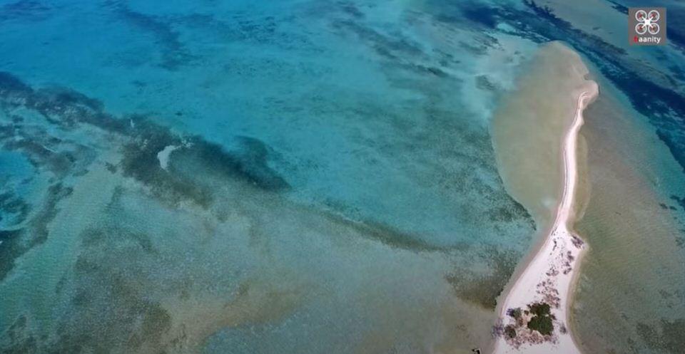 Το νησάκι του Σικελιανού: Ταξίδι στο επίπεδο παραδεισένιο ελληνικό νησί που είναι όλο παραλία (video)