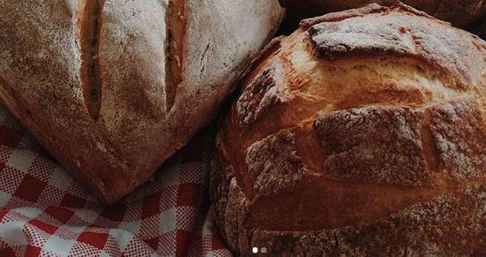 Συνταγή για σπιτικό ζυμωτό ψωμί από τα χέρια της γιαγιάς-Ελένης!