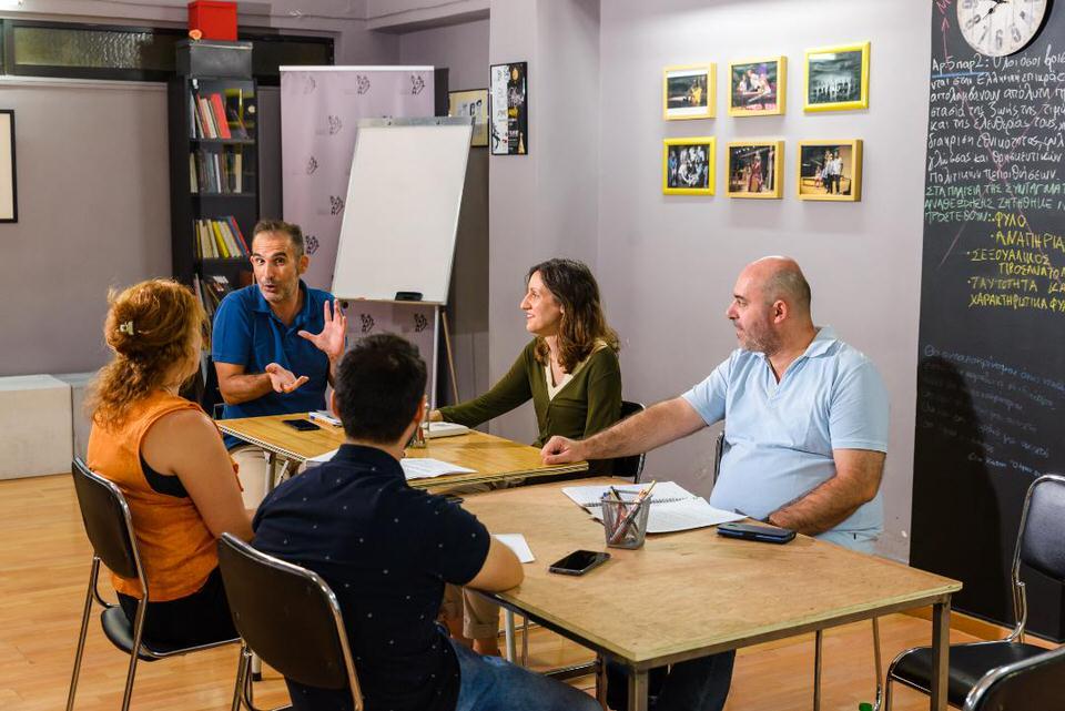 Ο Χάρης Μπόσινας στην Καταπactή σε έναν κύκλο μαθημάτων για το πώς δομείται ένα θεατρικό έργο