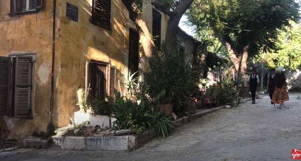 """""""Δε λες κουβέντα"""": Η διασκευή του εμβληματικού τραγουδιού του Δήμου Μούτση από τους Opera Chaotique και Δήμητρα Παπίου"""