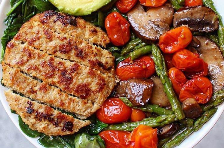 Συνταγή για τα πιο υγιεινά μπιφτέκια γαλοπούλας για όλη την οικογένεια