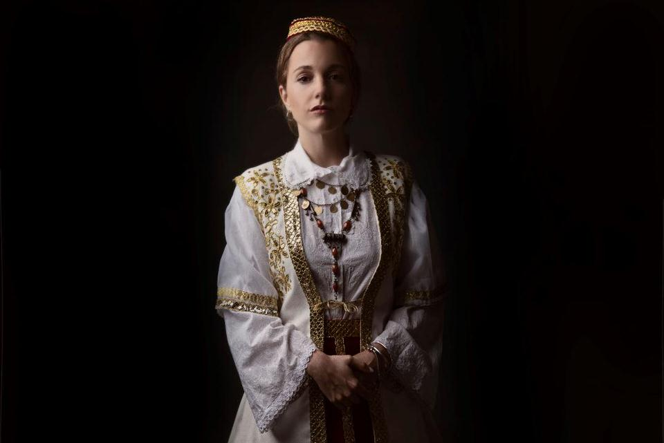 Η Χώρα που ποτέ δεν πεθαίνεις της Ornela Vorpsi σε σκηνοθεσία Ένκε Φεζολλάρι στο θέατρο Σταθμός