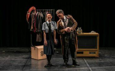 Παίζοντας το θύμα στο Θέατρο Rex- Σκηνή «Κατίνα Παξινού»