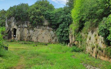 Εδώ συναντήθηκαν ο Αριστοτέλης και ο Μέγας Αλέξανδρος-Ένας τόπος με τρεις φυσικές σπηλιές