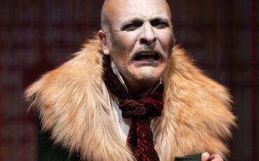 Το Παλτό επιστρέφει στο θέατρο Σοφούλη για δεύτερη χρονιά!