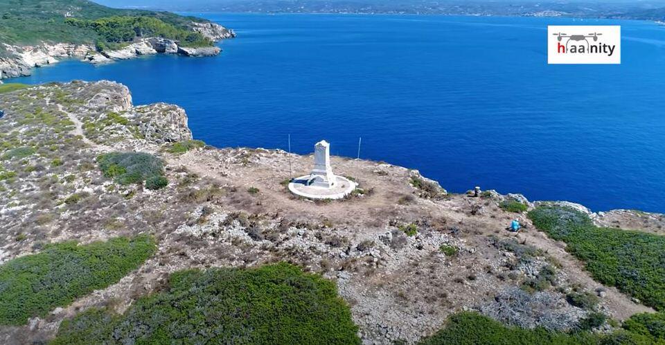 """Τσιχλί Μπαμπά: Το """"κατακόρυφο"""" ελληνικό νησί όπου είναι θαμμένοι Γάλλοι και ο ανιψιός του Ναπολέοντα (video)"""