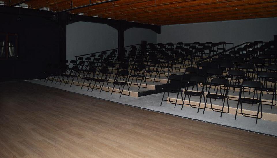 Το Θέατρο όροφως αποκαλύπτεται