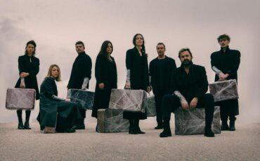 Αυτοί που περπατούν στα σύννεφα: Το νέο έργο του Γιάννη Σκαραγκά στο θέατρο Olvio τον Δεκέμβριο