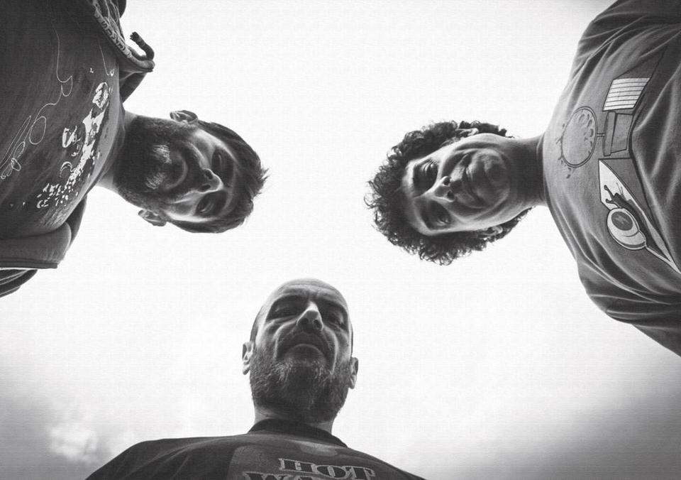 Τα Υπόγεια Ρεύματα επιστρέφουν δισκογραφικά με το νέο άλμπουμ «Η Γη που αφήνω»