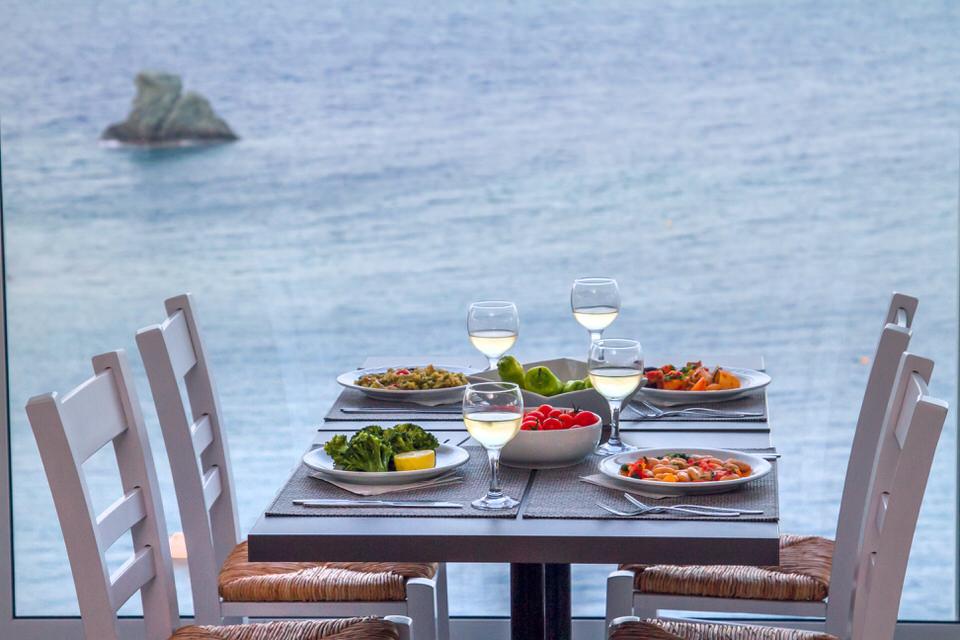 Peninsula Resort & Spa: Διαμονή με ονειρεμένη θέα και κρητική κουζίνα