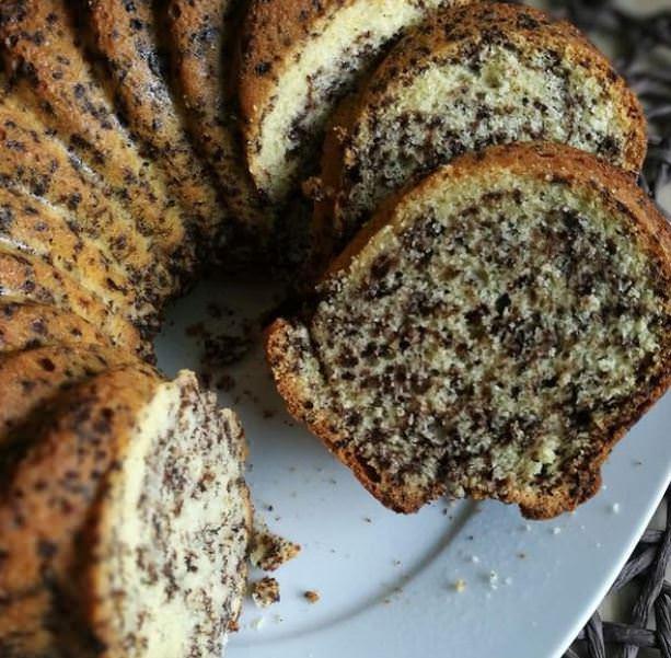 """Συνταγή για το κλασικό """"μαμαδίστικο"""" κέικ με κακάο και βανίλια"""