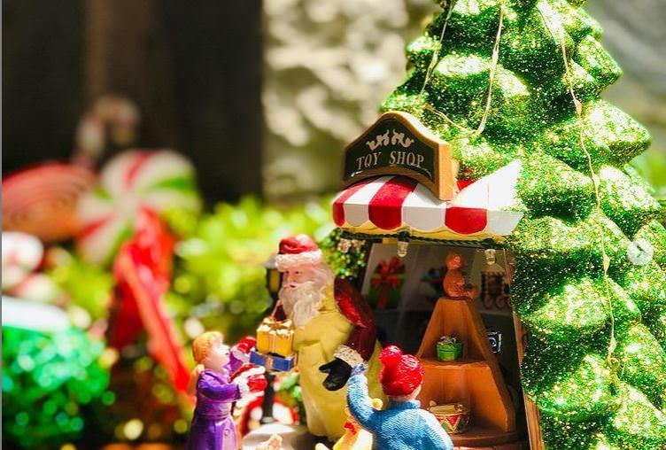 Ανοίγουν τη Δευτέρα 7 Δεκέμβρη τα εποχικά καταστήματα με χριστουγεννιάτικα είδη