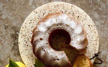 Συνταγή για το πιο εύκολο κέικ λαδιού με υλικά που έχετε στην κουζίνα σας