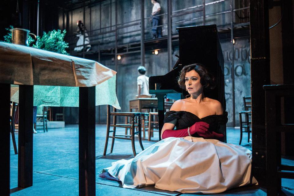 Η Στέλλα με τα κόκκινα γάντια: Live streaming από το Εθνικό Θέατρο