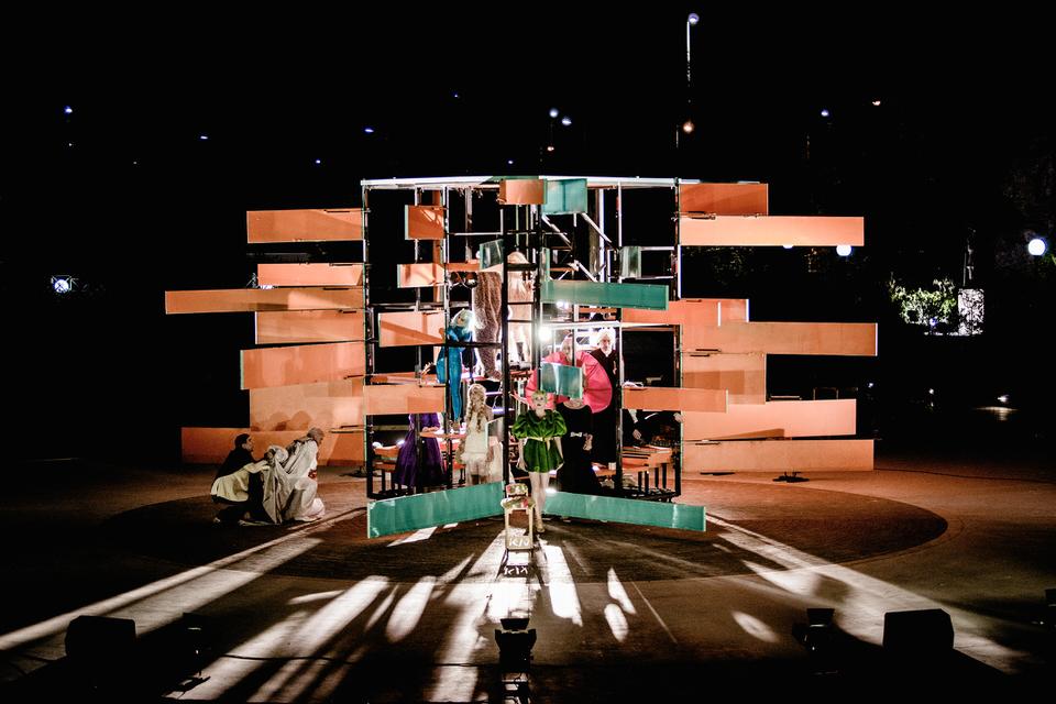 Νεφέλες του Αριστοφάνη σε σκηνοθεσία Δημήτρη Καραντζά σε online streaming τα Χριστούγεννα