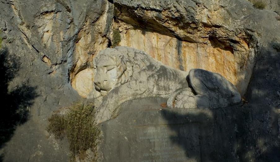Ο Λέων του Ναυπλίου: Το μνημείο που εδώ και 180 χρόνια αποδίδει φόρο τιμής στα θύματα από επιδημίες