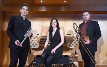 Η οργανίστα του Μεγάρου Ουρανία Γκάσιου σε ένα γιορτινό πρόγραμμα με ύμνους και medleys