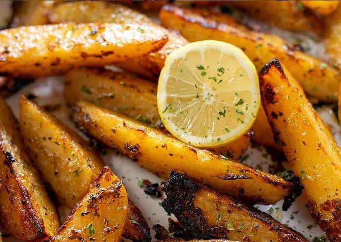 Συνταγή για τις πιο νόστιμες πατάτες φούρνου!