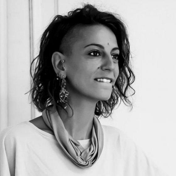 Η χορογράφος Πατρίσια Απέργη στους άδειους δρόμους του Πειραιά για τρίτη φορά