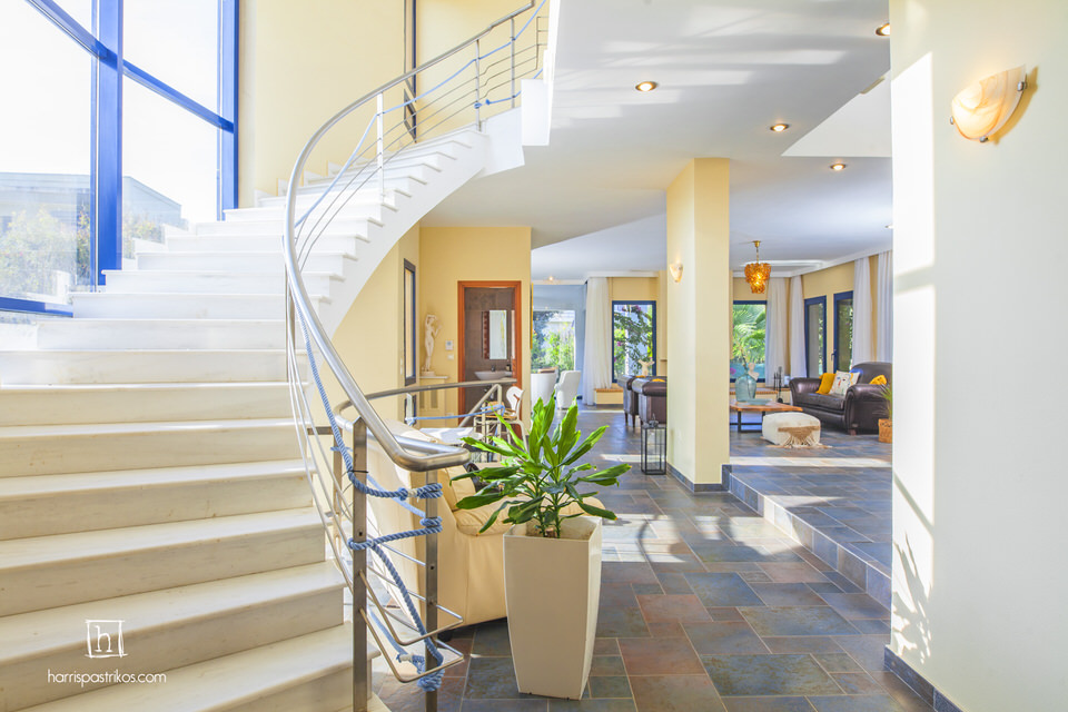Themis Private Villa: Η βίλα της Ρόδου που έγινε θέμα σε όλα τα διεθνή μέσα για την φιλοξενία της ιδιοκτήτριά της!