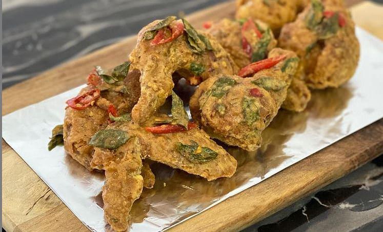 Συνταγή για το πιο νόστιμο τηγανητό κοτόπουλο!
