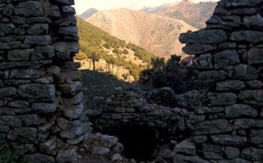 Δεχούνι: Το εγκαταλελειμμένο χωριό της Αχαΐας που σε ταξιδεύει στο χρόνο