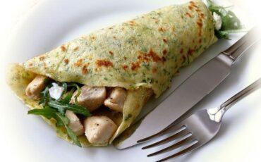 Συνταγή για αλμυρές κρέπες με κοτόπουλο και τυρί κρέμα