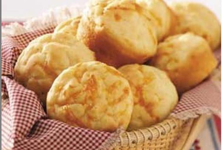 Muffins με cheddar και μπρόκολο: Η συνταγή που έγινε viral