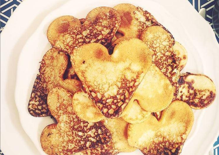 Pancakes σε σχήμα καρδιάς: Μία υπέροχη συνταγή για την Γιορτή του Αγίου Βαλεντίνου
