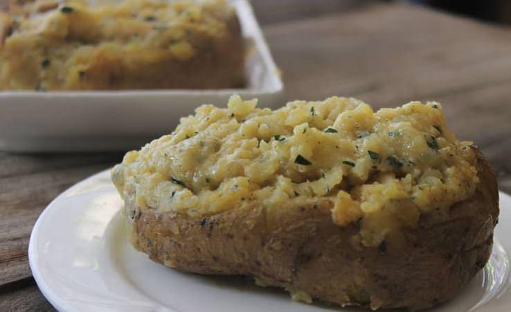 Συνταγή για τραγανές λεμονάτες πατάτες φούρνου με τυρί