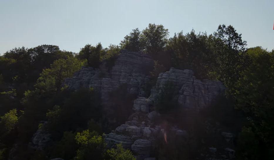 """""""Πέτρινο Δάσος"""": Το εκπληκτικό και σπάνιο αξιοθέατο της Ηπειρώτικης γης που γνωρίζουν ελάχιστοι (video)"""