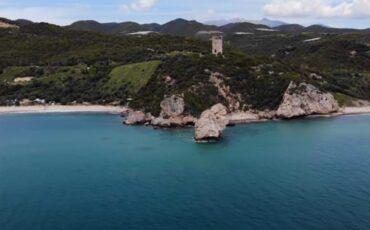 Ταξίδι στον Πύργο της Απολλωνίας με τις 3 υπέροχες παραλίες (video)