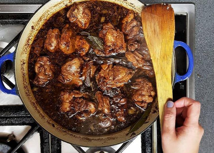 Συνταγή για κοτόπουλο σχάρας με σάλτσα σόγιας και μέλι