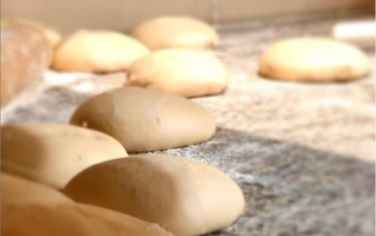 Φτιάξε ζύμη για πίτσα με 2 υλικά!
