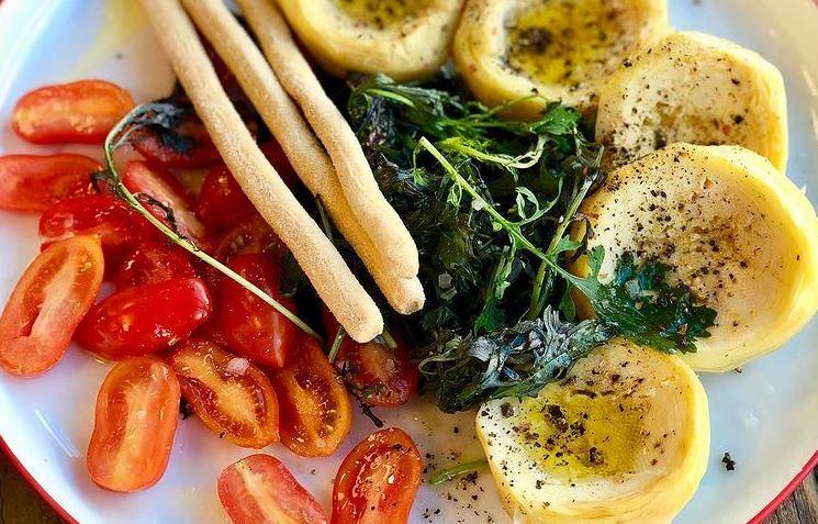 Συνταγή για νηστίσιμες αγκινάρες στο φούρνο με πατάτες