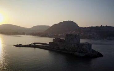 """Ναύπλιο: Η παραμυθένια πόλη - σκηνικό της σειράς που φέρνει """"ΕΞΑΨΗ"""" στα μηχανάκια της AGB από ψηλά!"""