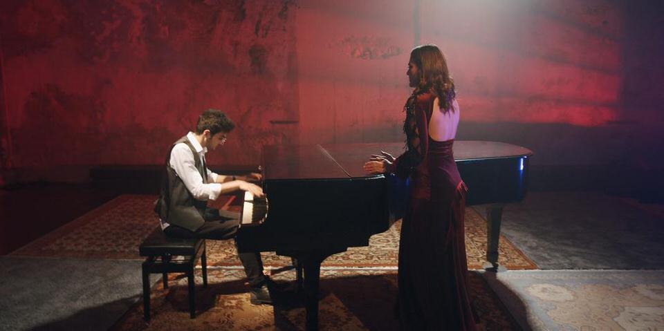 """""""Bohemian Rhapsody"""" από την Πολυξένη Καράκογλου - Στο πιάνο ο Αιμιλιανός Σταυρινός"""