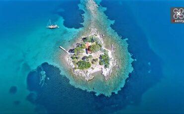 Έρως: Το ελληνικό νησάκι του έρωτα όπου γίνονται μόνο γάμοι