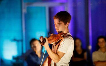 Ο 16χρονος πολυβραβευμένος βιολονίστας Χριστόφορος Πετρίδης σε online streaming από το Megaron Online