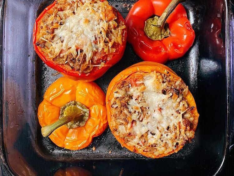 Νηστίσιμη συνταγή για φουρνιστές πιπεριές γεμιστές με πατάτες για τη Μεγάλη Πέμπτη