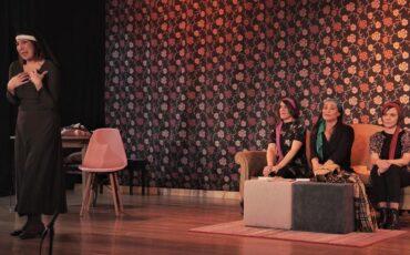 Η θεατρική παράσταση «ΓΥΝΑΙΚΑ LOSER - πονεμένες ιστορίες» σε online streaming για 10 μέρες