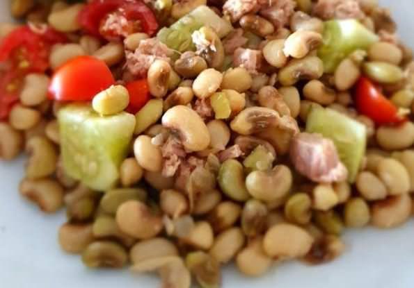 Νηστίσιμη συνταγή για σαλάτα με μαυρομάτικα