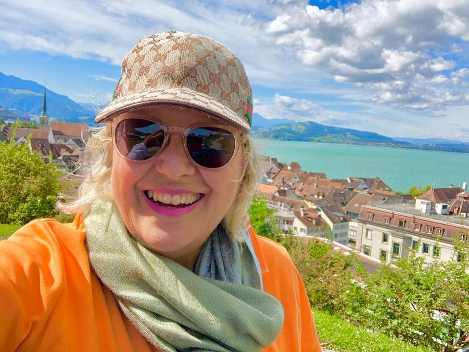 Η Κατερίνα Τσεμπερλίδου μιλάει στο travelgirl.gr για την ευτυχία στη ζωή και πώς θα την αποκτήσουμε
