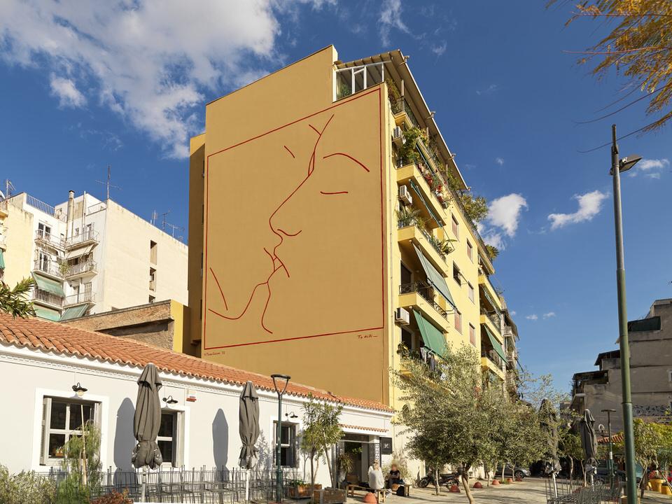 Το Ίδρυμα Ωνάση παρουσιάζει την τοιχογραφία «Το φιλί» του Ηλία Παπαηλιάκη στην πλατεία Αυδή