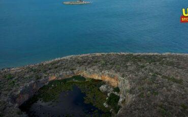 Άγνωστη Ελλάδα: Δείτε πού βρίσκονται η βυθισμένη αρχαία γέφυρα και ο κρατήρας με το δάσος από νούφαρα