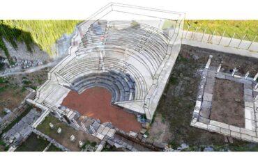 Παραμερίζοντας το πέπλο του χρόνου: Αρχαίο θέατρο Αμβρακίας από το Megaron Online