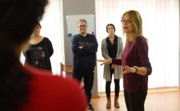 Online σεμινάριο αγωγής λόγου και φωνητικής με τη Μάρω Θεοδωράκη