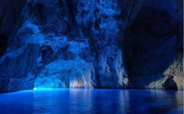 """""""Σπηλιά του Παραστά"""" ή """"Φώκιαλη"""": Αυτό είναι το ελληνικό σπήλαιο ανάμεσα στα πιο εντυπωσιακά του κόσμου!"""